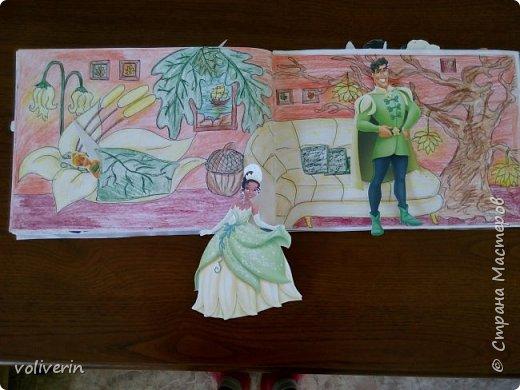 И снова бумажное, эти домики я сделала давно, для своей коллекции бумажных кукол, которых у меня ну очень много. Люблю я их... Сразу скажу многие фоны я срисовывала, например тот что ниже, срисован с домика феи Ромашки. Всего два альбома, один страшный потому, что не старалась и раскрасила восковыми карандашами, второй мне нравится, начну со второго альбома. И ещё в нем на каждой страничке спрятано много божих коровок, в некоторых комнатах есть секретики. Эти домики я тоже снимала на видео, одно из них https://youtu.be/Gug1cgWP7wE страшный дом и одежду я тоже снимала, но ссылку лень искать)))) кукол, пока заскок не прошёл, продолжаю печатать и рисовать им места обитания, очень надеюсь, что это все пригодится дочке. фото 16