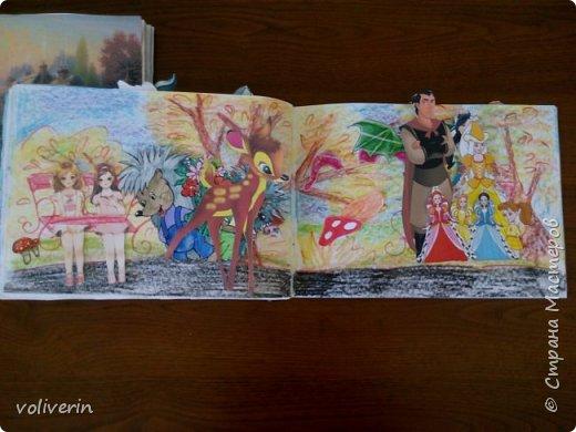 И снова бумажное, эти домики я сделала давно, для своей коллекции бумажных кукол, которых у меня ну очень много. Люблю я их... Сразу скажу многие фоны я срисовывала, например тот что ниже, срисован с домика феи Ромашки. Всего два альбома, один страшный потому, что не старалась и раскрасила восковыми карандашами, второй мне нравится, начну со второго альбома. И ещё в нем на каждой страничке спрятано много божих коровок, в некоторых комнатах есть секретики. Эти домики я тоже снимала на видео, одно из них https://youtu.be/Gug1cgWP7wE страшный дом и одежду я тоже снимала, но ссылку лень искать)))) кукол, пока заскок не прошёл, продолжаю печатать и рисовать им места обитания, очень надеюсь, что это все пригодится дочке. фото 39