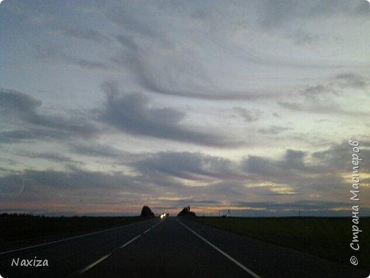 Всем огромный привет! Несколько дней назад, мы с мужем ехали из Москвы по Киевскому шоссе, и наблюдали такой закат,  это 200 км от Москвы. Такой красоты я давно не видела. Небо полыхало. Приглашаю вас со мной... фото 11