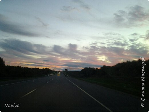 Всем огромный привет! Несколько дней назад, мы с мужем ехали из Москвы по Киевскому шоссе, и наблюдали такой закат,  это 200 км от Москвы. Такой красоты я давно не видела. Небо полыхало. Приглашаю вас со мной... фото 5