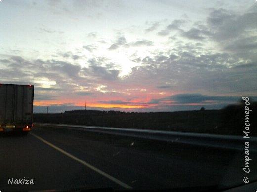 Всем огромный привет! Несколько дней назад, мы с мужем ехали из Москвы по Киевскому шоссе, и наблюдали такой закат,  это 200 км от Москвы. Такой красоты я давно не видела. Небо полыхало. Приглашаю вас со мной... фото 7