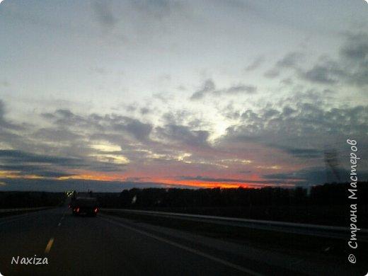 Всем огромный привет! Несколько дней назад, мы с мужем ехали из Москвы по Киевскому шоссе, и наблюдали такой закат,  это 200 км от Москвы. Такой красоты я давно не видела. Небо полыхало. Приглашаю вас со мной... фото 8