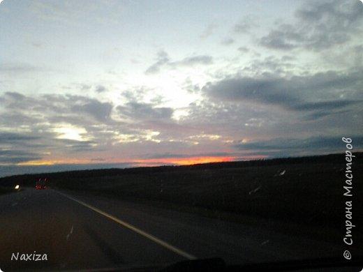 Всем огромный привет! Несколько дней назад, мы с мужем ехали из Москвы по Киевскому шоссе, и наблюдали такой закат,  это 200 км от Москвы. Такой красоты я давно не видела. Небо полыхало. Приглашаю вас со мной... фото 9