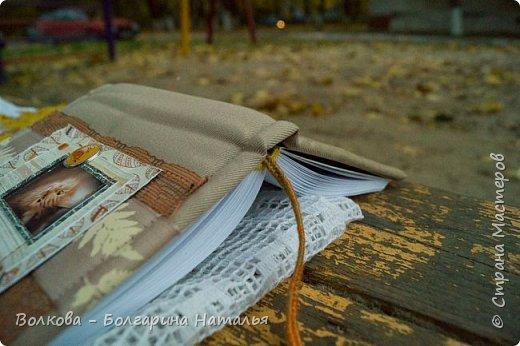 """Всем привет!!! У меня вне зависимости от праздников или будней снова котейка на обложке блокнота:) Я использовала  один двухсторонний лист из коллекции """"Осень в кармане"""" от Mr.Painter. Вроде лист один, а впечатление такое, что все три листа там - настолько всё разнообразно, гармонично:) фото 17"""