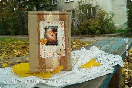 """Всем привет!!! У меня вне зависимости от праздников или будней снова котейка на обложке блокнота:) Я использовала  один двухсторонний лист из коллекции """"Осень в кармане"""" от Mr.Painter. Вроде лист один, а впечатление такое, что все три листа там - настолько всё разнообразно, гармонично:) фото 1"""