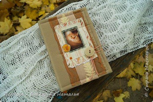 """Всем привет!!! У меня вне зависимости от праздников или будней снова котейка на обложке блокнота:) Я использовала  один двухсторонний лист из коллекции """"Осень в кармане"""" от Mr.Painter. Вроде лист один, а впечатление такое, что все три листа там - настолько всё разнообразно, гармонично:) фото 2"""