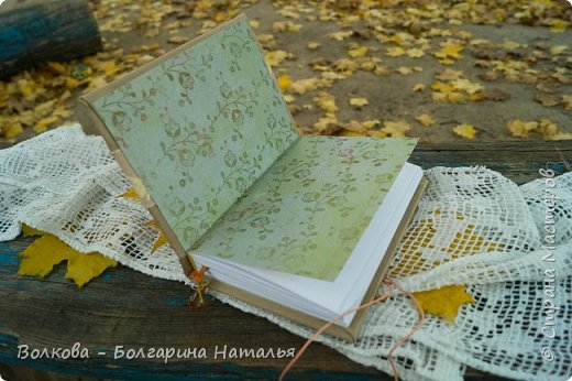 """Всем привет!!! У меня вне зависимости от праздников или будней снова котейка на обложке блокнота:) Я использовала  один двухсторонний лист из коллекции """"Осень в кармане"""" от Mr.Painter. Вроде лист один, а впечатление такое, что все три листа там - настолько всё разнообразно, гармонично:) фото 8"""