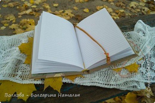 """Всем привет!!! У меня вне зависимости от праздников или будней снова котейка на обложке блокнота:) Я использовала  один двухсторонний лист из коллекции """"Осень в кармане"""" от Mr.Painter. Вроде лист один, а впечатление такое, что все три листа там - настолько всё разнообразно, гармонично:) фото 9"""
