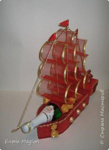В моей скромной коллекции всего две яхты и три кораблика, но я их обожаю(от скромности не умру) фото 3