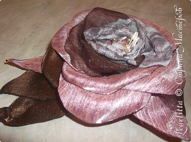 """У кого осень на дворе и День Учителя, а у меня- отголоски жаркого южного лета с буйным цветением! Роза из набивного шёлка, капрона и органзы """"Томлёная брусника"""". фото 6"""