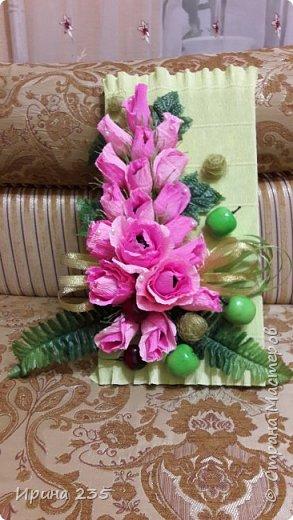 Коробка конфет украшенная цветами. фото 2