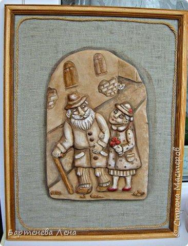 """Давно я ничего не выкладывала из глины)) Вот, делюсь свеженьким. Первая работа называется """"Бабушка рядышком с дедушкой"""")) Это про любовь навсегда)  Рельефное  панно из глины, тонированное гуашью и акварелью. фото 1"""