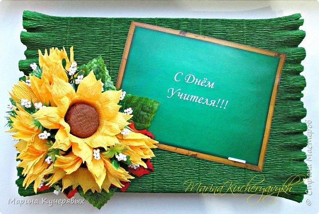 Всем доброго времени суток. Поздравляю всех педагогов, учителей, воспитателей с вашим профессиональным праздником!!! Желаю большого творческого вдохновения, послушных и талантливых учеников, достойной оплаты труда и полной реализации в любимом деле. Хорошего настроения вам, активной жизненной позиции и крепкого здоровья!!! После первого сентября был небольшой передых и снова за работу и бессонные ночи. Фото много, надеюсь не утомлю вас. Вот такая школьная парта у меня получилась.  Конечно не очень хотелось в серебренной обертке, но ничего более подходящего не нашла. фото 7