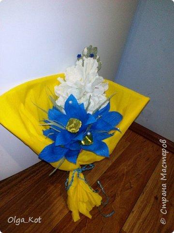 Букетик подготовлен в подарок на День Рождения бабушке. В букете 15 конфеток спрятались ))) фото 4