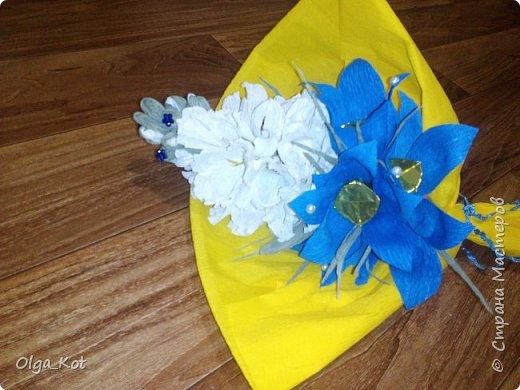 Букетик подготовлен в подарок на День Рождения бабушке. В букете 15 конфеток спрятались ))) фото 2