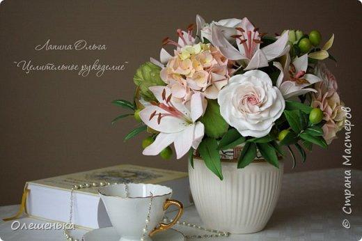 букет полностью делала из фоамирана (кроме вазы), обучаясь в школе фом-флористики. Моя дипломная работа)) фото 2