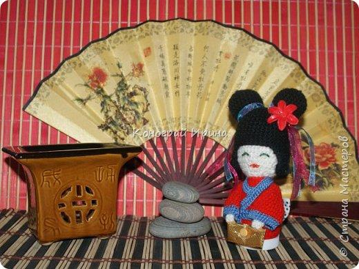 Куколка Кокэси в технике амигуруми фото 1