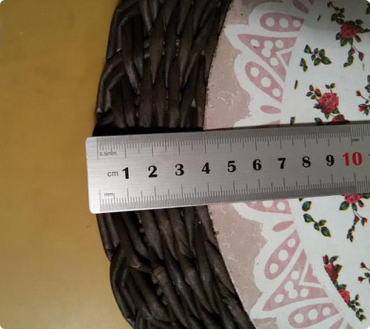 Ах, как хороша коса на крышке по Татьяниному мк http://stranamasterov.ru/node/1032406?c=favorite , про которую я рассказала вот здесь http://stranamasterov.ru/node/1052766?tid=302 , но размер рисунка салфетки не позволил мне сделать заготовку нужного размера,да и шкатуленция задумывалась не маленькая, коса эта казалась на ней тонковата... а так хотелось закончить крышку косой! Поэтому я представляю вашему вниманию двойную косу) фото 8