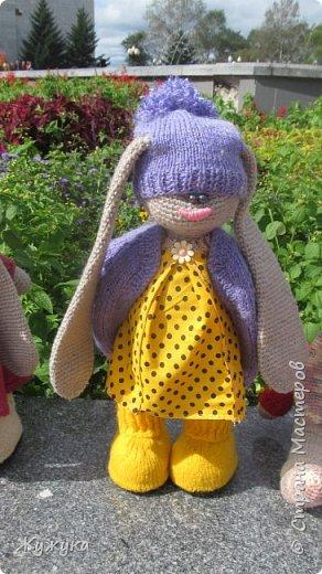 """к фестивалю """"Русь многоликая"""", который проходил у нас в областном центре, появились в нашем доме эти вязаные создания: подружки -зайчишки фото 4"""