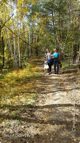 Доброго времени суток жители Страны. Хочется поделиться с вами прогулкой на день города Якутска.Погода нас нынче балует. Тепло. Это мои внучки. Младшая Катюша, старшая Лиза фото 17