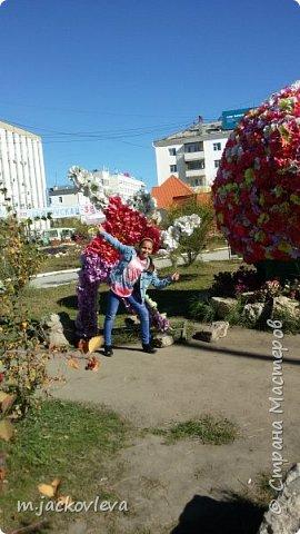 Доброго времени суток жители Страны. Хочется поделиться с вами прогулкой на день города Якутска.Погода нас нынче балует. Тепло. Это мои внучки. Младшая Катюша, старшая Лиза фото 3