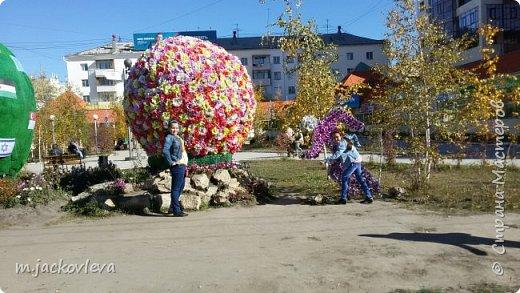 Доброго времени суток жители Страны. Хочется поделиться с вами прогулкой на день города Якутска.Погода нас нынче балует. Тепло. Это мои внучки. Младшая Катюша, старшая Лиза фото 4