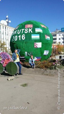 Доброго времени суток жители Страны. Хочется поделиться с вами прогулкой на день города Якутска.Погода нас нынче балует. Тепло. Это мои внучки. Младшая Катюша, старшая Лиза фото 2