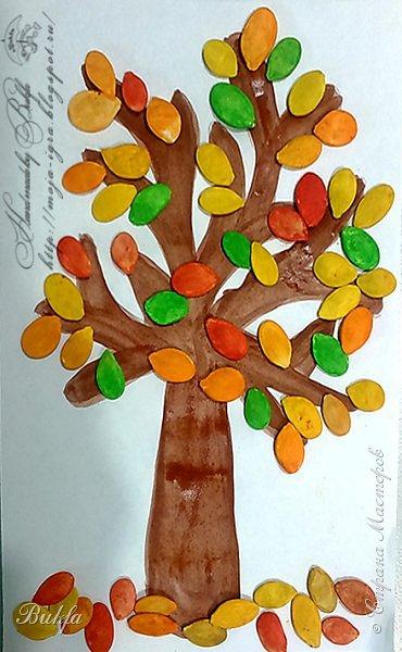 Всем осенне-разноцветно-семечковый привет! Ходим по осени со второй внучкой Аськой. Читаем стихи, слушаем шуршание листьев под ногами, собираем каштаны - грустим об ушедшем лете! Пошли домой, купили по дороге тыквенные семечки - решили порукодельничать! Смастерили осеннее дерево, которое растет у нас под окном для Праздника осени в д\садике.