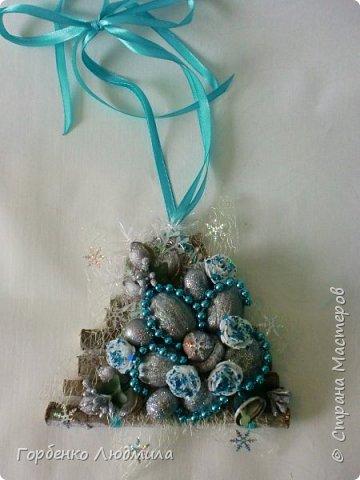 Добрый вечер,Страна! Сегодня я к вам с очередной порцией новогодних работ-ёлки-подвески из природного материала! Первые такие ёлочки можно посмотреть здесь http://stranamasterov.ru/node/976523  фото 5
