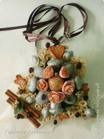 Добрый вечер,Страна! Сегодня я к вам с очередной порцией новогодних работ-ёлки-подвески из природного материала! Первые такие ёлочки можно посмотреть здесь http://stranamasterov.ru/node/976523  фото 2