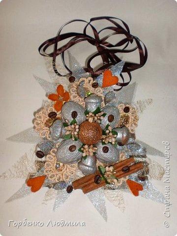 Добрый вечер,Страна! Сегодня я к вам с очередной порцией новогодних работ-ёлки-подвески из природного материала! Первые такие ёлочки можно посмотреть здесь http://stranamasterov.ru/node/976523  фото 3