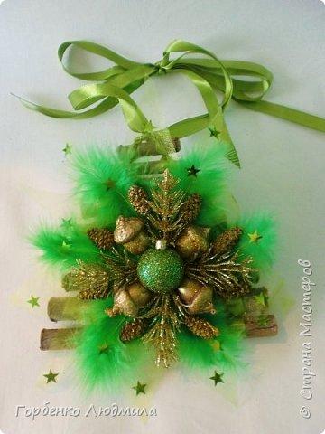 Добрый вечер,Страна! Сегодня я к вам с очередной порцией новогодних работ-ёлки-подвески из природного материала! Первые такие ёлочки можно посмотреть здесь http://stranamasterov.ru/node/976523  фото 19