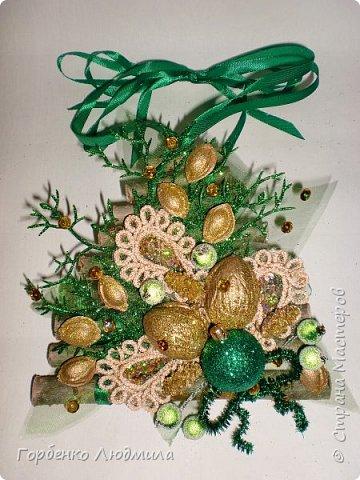 Добрый вечер,Страна! Сегодня я к вам с очередной порцией новогодних работ-ёлки-подвески из природного материала! Первые такие ёлочки можно посмотреть здесь http://stranamasterov.ru/node/976523  фото 21