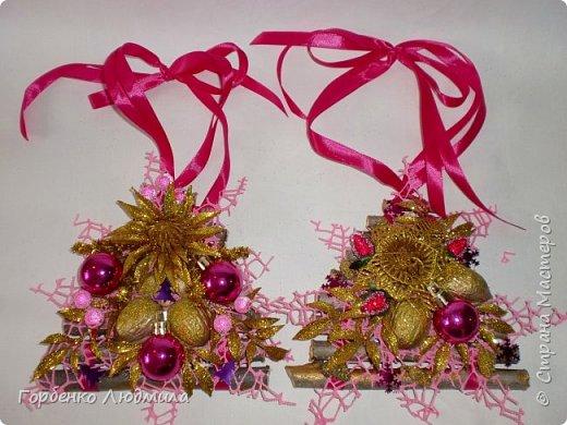 Добрый вечер,Страна! Сегодня я к вам с очередной порцией новогодних работ-ёлки-подвески из природного материала! Первые такие ёлочки можно посмотреть здесь http://stranamasterov.ru/node/976523  фото 27