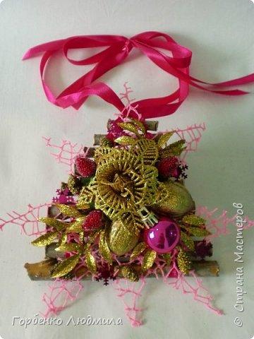 Добрый вечер,Страна! Сегодня я к вам с очередной порцией новогодних работ-ёлки-подвески из природного материала! Первые такие ёлочки можно посмотреть здесь http://stranamasterov.ru/node/976523  фото 28