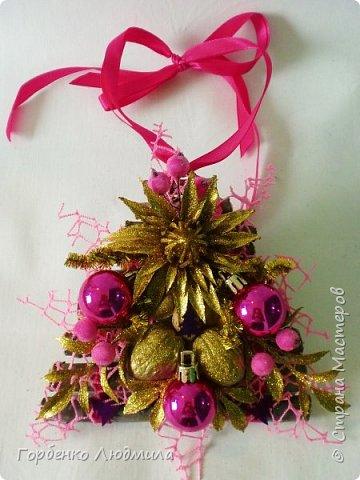 Добрый вечер,Страна! Сегодня я к вам с очередной порцией новогодних работ-ёлки-подвески из природного материала! Первые такие ёлочки можно посмотреть здесь http://stranamasterov.ru/node/976523  фото 29