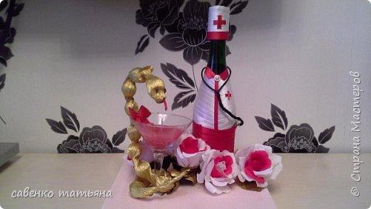 напиток, конфеты в змее и в цветах, свеча. фото 1