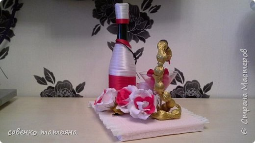 напиток, конфеты в змее и в цветах, свеча. фото 2