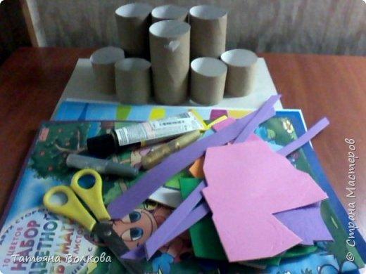 Для изготовления поделки взяла трубочки из под туалетной бумаги и набор на морскую тематику. Так же клей, ножницы и цветная бумага. фото 1