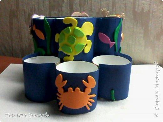 Для изготовления поделки взяла трубочки из под туалетной бумаги и набор на морскую тематику. Так же клей, ножницы и цветная бумага. фото 9