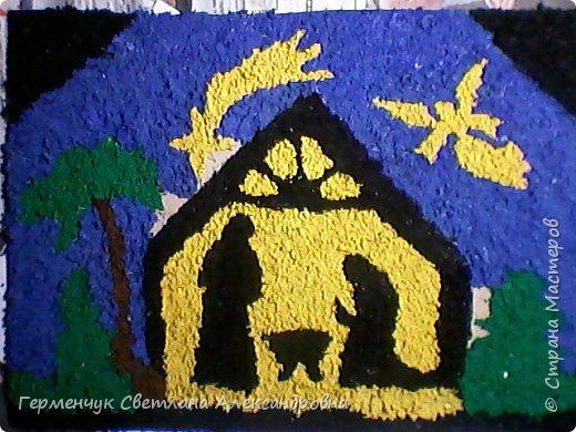 """Вифлиемская звезда - загадочное явление волхвы назвали""""звездой"""".Они увидели """"звезду"""" над домом,войдя в который,увидели""""Младенца с Марией"""". Поскольку """"Звезда"""" ознаменовала """"Рождество Иисуса правильнее ее называть """"Звездой Рождества"""".Материал из википедии фото 8"""