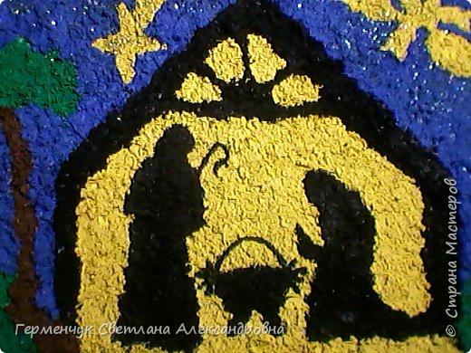 """Вифлиемская звезда - загадочное явление волхвы назвали""""звездой"""".Они увидели """"звезду"""" над домом,войдя в который,увидели""""Младенца с Марией"""". Поскольку """"Звезда"""" ознаменовала """"Рождество Иисуса правильнее ее называть """"Звездой Рождества"""".Материал из википедии фото 1"""
