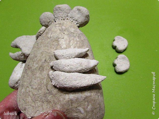 Здравствуйте, мои дорогие и любимые соседи по Стране! Когда я выложила своих петушков, многие заинтересовались процессом создания, поэтому решила подготовить МК. Таким образом родился новый Петя - Петушок . Пыталась имитировать керамику. фото 20