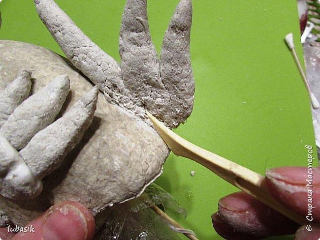 Здравствуйте, мои дорогие и любимые соседи по Стране! Когда я выложила своих петушков, многие заинтересовались процессом создания, поэтому решила подготовить МК. Таким образом родился новый Петя - Петушок . Пыталась имитировать керамику. фото 25