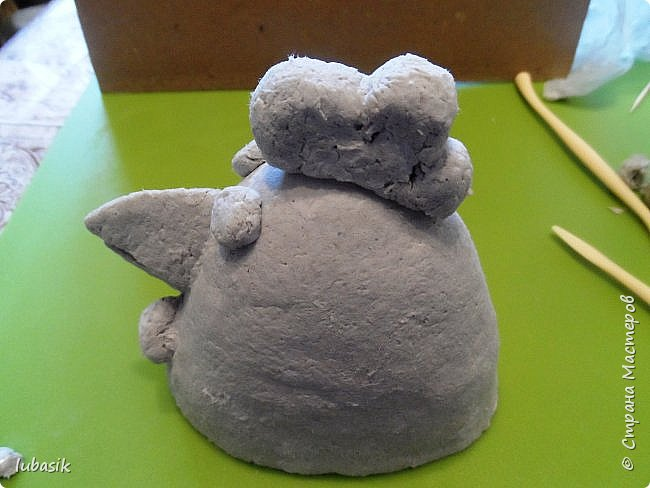 Здравствуйте, мои дорогие и любимые соседи по Стране! Когда я выложила своих петушков, многие заинтересовались процессом создания, поэтому решила подготовить МК. Таким образом родился новый Петя - Петушок . Пыталась имитировать керамику. фото 11
