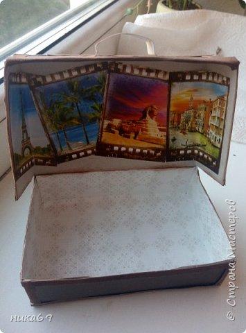 """Чемоданчик для денег в подарок... Спасибо всем мастерам, что делятся своими мастер классами и опытом  в интернете... У меня своеобразная """"солянка"""" из разных вариантов... Каркас склеила из картона, обклеила скрапбумагой , а уголки и сгибы бархатной бумагой... фото 3"""