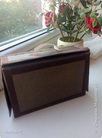 """Чемоданчик для денег в подарок... Спасибо всем мастерам, что делятся своими мастер классами и опытом  в интернете... У меня своеобразная """"солянка"""" из разных вариантов... Каркас склеила из картона, обклеила скрапбумагой , а уголки и сгибы бархатной бумагой... фото 4"""