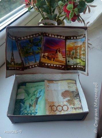 """Чемоданчик для денег в подарок... Спасибо всем мастерам, что делятся своими мастер классами и опытом  в интернете... У меня своеобразная """"солянка"""" из разных вариантов... Каркас склеила из картона, обклеила скрапбумагой , а уголки и сгибы бархатной бумагой... фото 2"""