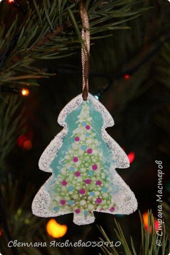 Подвески на елку - салфетка, краски, лак, структурная паста, трафарет, снег - манка и акриловая белая краска фото 7