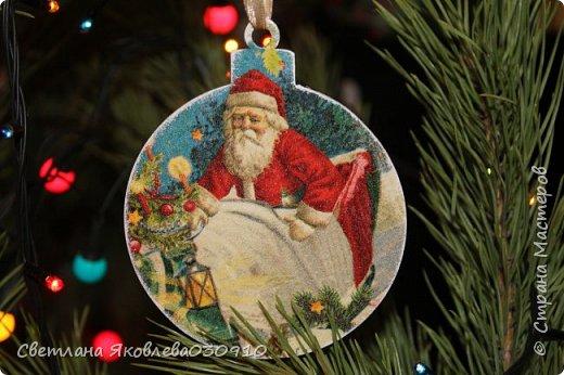 Подвески на елку - салфетка, краски, лак, структурная паста, трафарет, снег - манка и акриловая белая краска фото 13